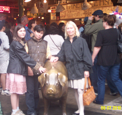 pike place market--rachel the pig